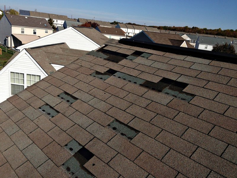 How to Replace Damaged Roof Shingles in 5 Easy Steps