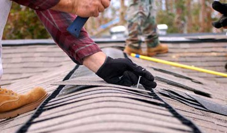Hiring the Right DE Roofing Contractor